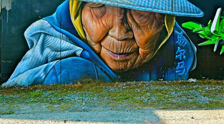 """""""Leeuwarden heeft de grootste Graffiti muur van Nederland van 180 meter lang, deze is in 2006 door 40 kunstenaars (uit binnen en buitenland) bespoten."""" Lees verder op https://www.reiskrantreporter.nl/reports/5702"""