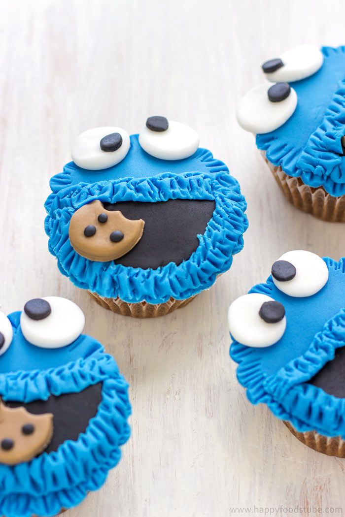 These Cookie Monster Fondant Cupcake Toppers are easy to make and are perfect for any Sesame Street party or Cookie Monster lovers | happyfoodstube.com