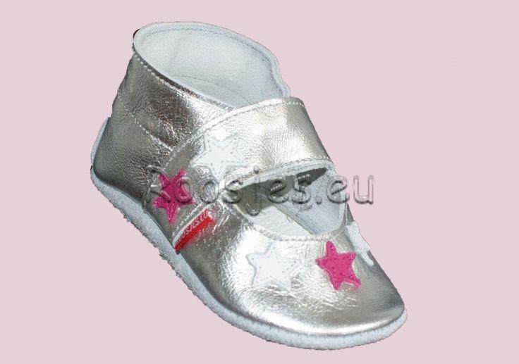 Roosjes babyslofjes M0303 Open zilver met witte en fuchsia sterretjes.
