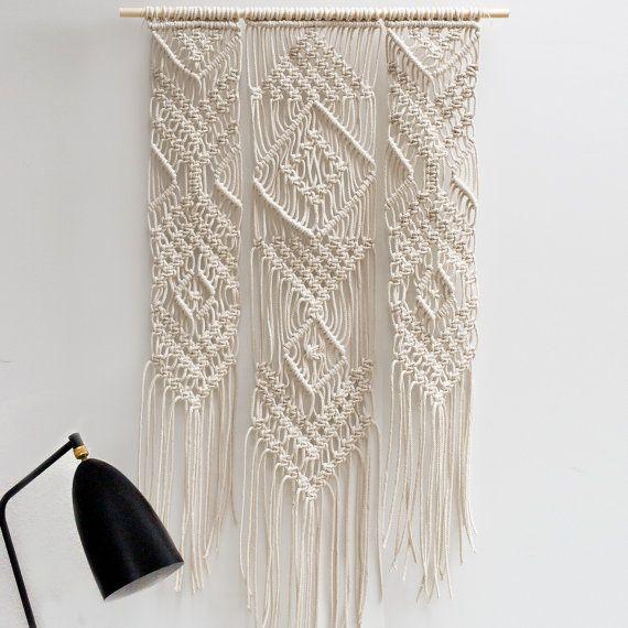 Large Macrame Wall Hanging / Modern Macrame / door TeddyandWool