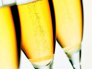 La forma de una copa de champán puede modiicar el sabor....