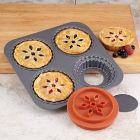 Shop Chicago Metallic Pot Pie Pan with Dough Cutter at CHEFS.: Minis Pies, Pies Pan, Minis Dog Qu, Chicago Metals, Fruit Pies, Shops Chicago, Dough Cutters, Metals Pots, Minis Pot Pies
