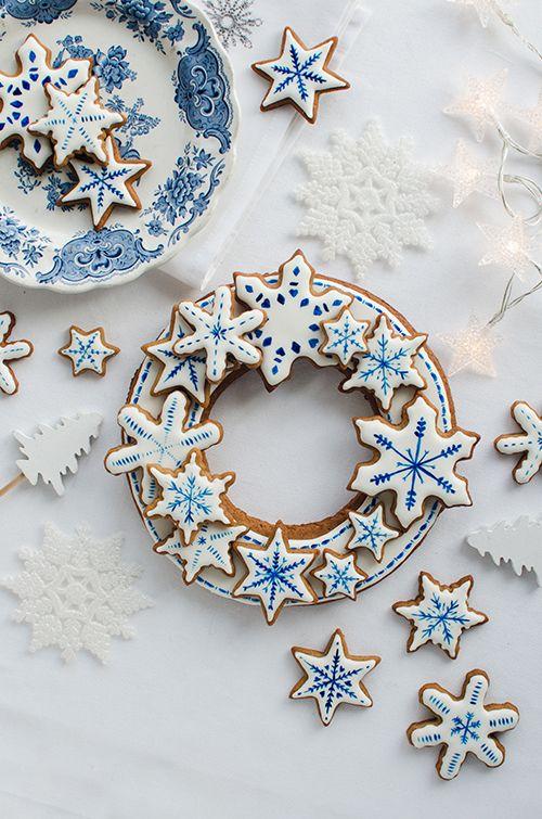 Niech smakowity wieniec z pierniczków upiększy w tym roku Wasze Święta! Jeśli planujecie pieczenie pierników (a kto nie planuje?) zróbcie o jedną porcję ciasta więcej i przygotujcie wieniec- możecie go udekorować jak tylko macie ochotę – w każdej postaci zrobi niesamowite wrażenie. Wzmocniony tekturką może nawet zawisnąć na drzwiach jako oryginalnadekoracja… Mój nie doczekał Świąt […]