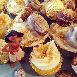 Moana Tamatoa cupcakes would rather be.....SHINY! #moana #disney