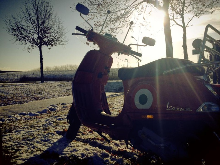 Take a picture of your Vespa in the snow and tag #VespaSnow! You can win official Vespa gloves!