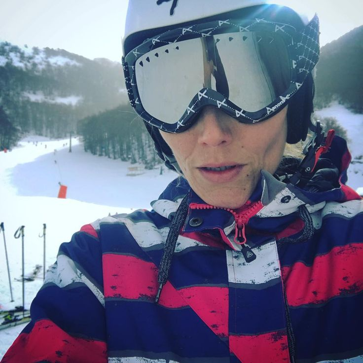 """24 Me gusta, 2 comentarios - Pilar Abella (@pilarabellaofficial) en Instagram: """"The snow wasn't amazing but it is always a blessing to get in some skiing. #ski #skiday #havingfun…"""""""