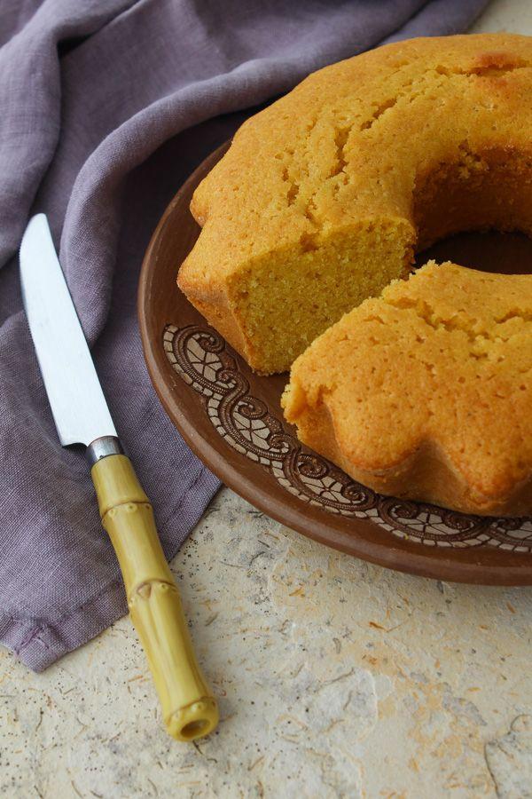 Bolo de fubá e limão com farinha de aveia para uma versão sem glúten, e com raspas e suco de limão siciliano para ficar bem perfumado!