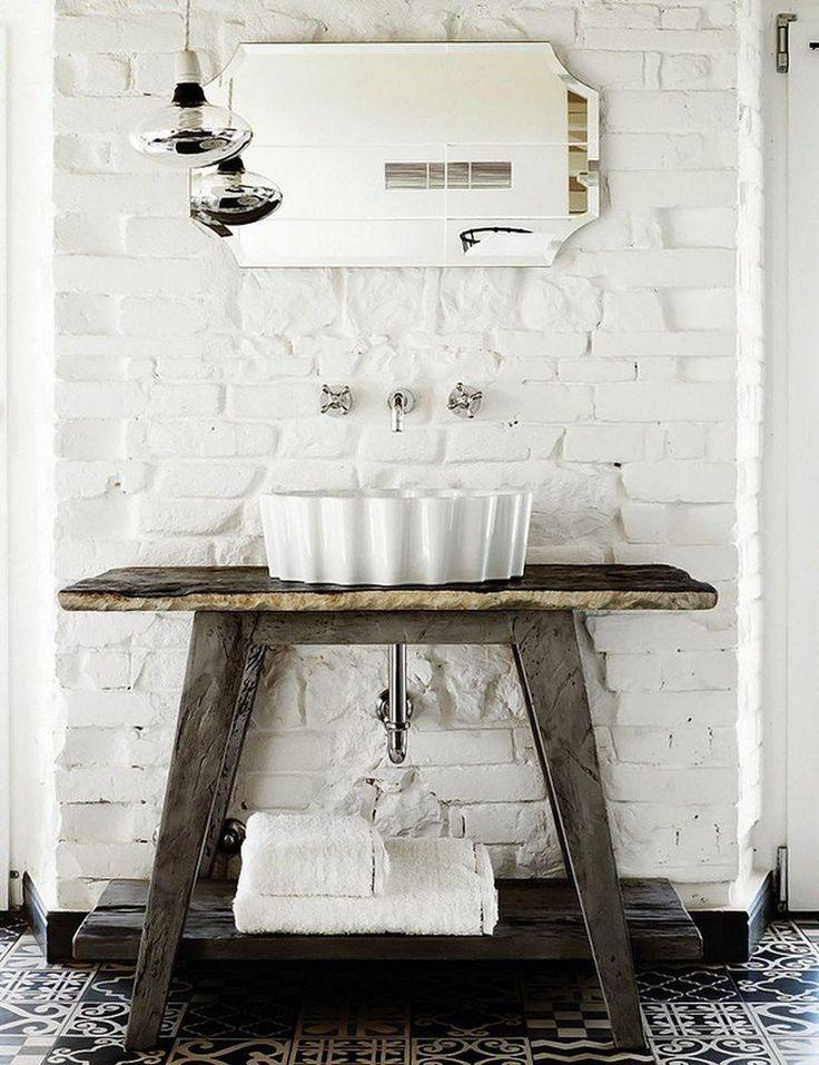 décoration murale industrielle, brique de parement blanc neige, carreaux de ciment et lavabo design