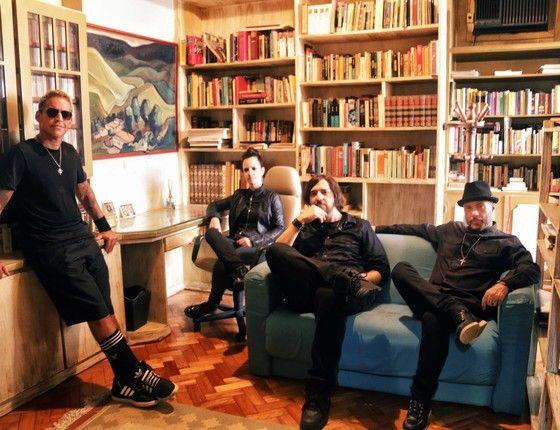 Os integrantes da Urbana Legion: sucesso na internet e em shows pelo país com homenagem à Legião Urbana (Foto: Divulgação)
