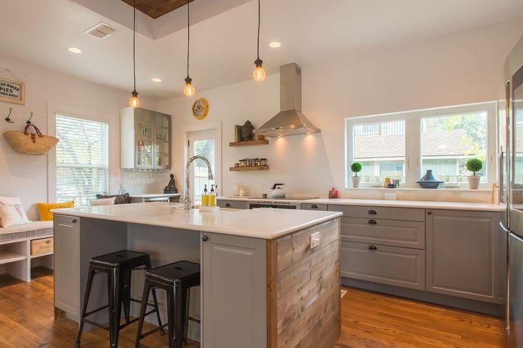 Regardez ce logement incroyable sur Airbnb : Belle maison dans Bouldin Creek - Maisons à louer à austin