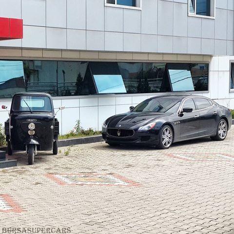 "'Tarafını Seç 😉' ""Arçelik Triportör & Maserati Quattroporte"" #arçelik #triportör #maserati #quattroporte #maseratiquattroporte #siyah #black #supercar #supercars #superspeed #speed #drive #fast #amazingcars247 #blacklist #luxarycars #luxary #world #turkey #türkiye #bursa #gürsu #16 #bursasupercars"