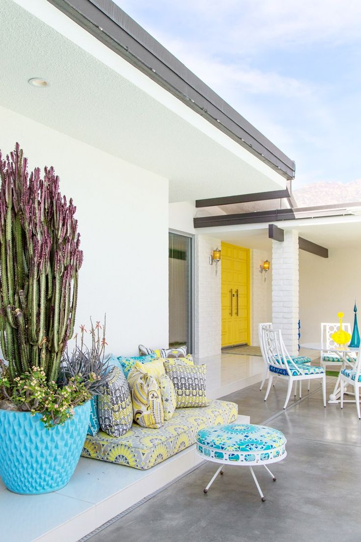 Palm Springs patio with yellow cushions