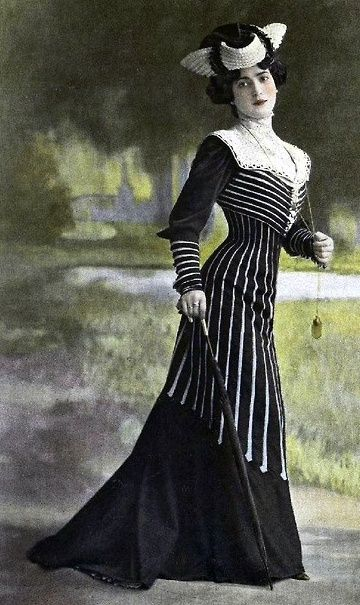 This is an example of a dress a woman living in the Edwardian time period might wear.