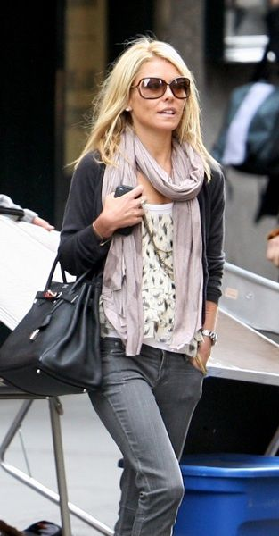 Kelly Ripa in grey jeans, print shirt with long necklaces, a blush scarf, charcoal grey sweater. Layered, casual and chic. #streetstyle