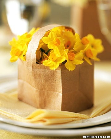 #DIY Cutesy Paper Basket Bouquet for Place Settings. #EASTER #SPRING #PARTY    http://www.marthastewart.com/264330/paper-basket-bouquet?czone=holiday/easter-center/easter-crafts-and-decor&center=276968&gallery=274530&slide=264330