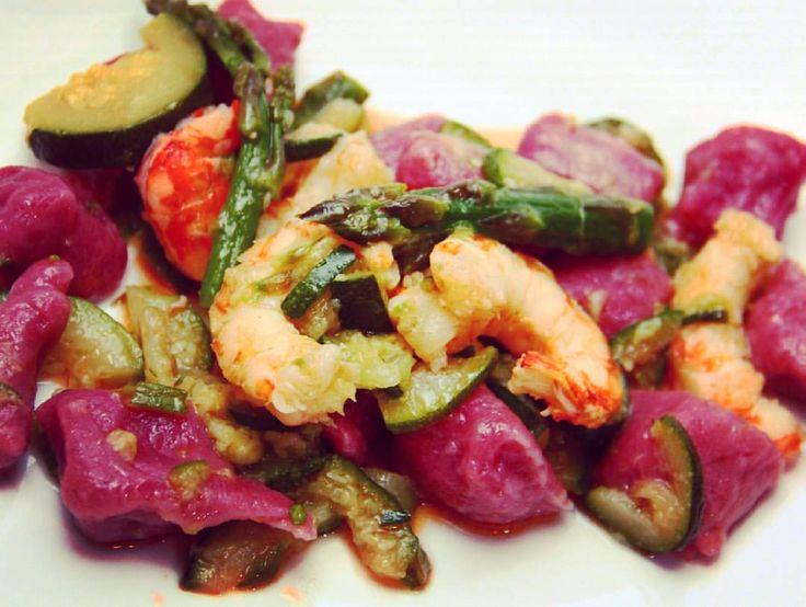 #myhomecooking #myhome #homesweethome #cookingwithlove #homecook #purple #gnocchi #zucchini #asparagus #shrimp