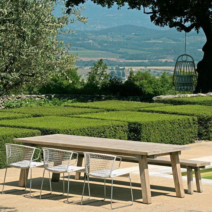 Max & Luuk tafel en witte tuinstoelen