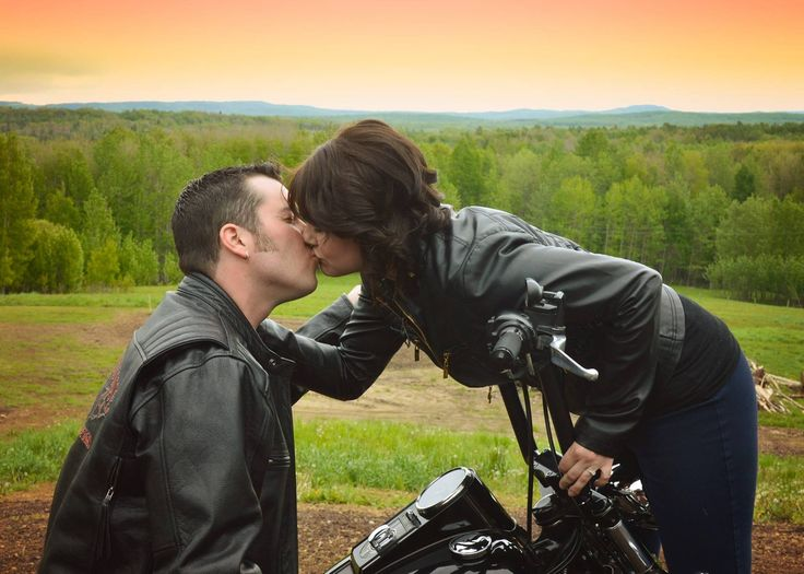 Facebook.com/klrfotography , engagement photos, photo ideas, poses, motorcycle , Harley, kissing photos