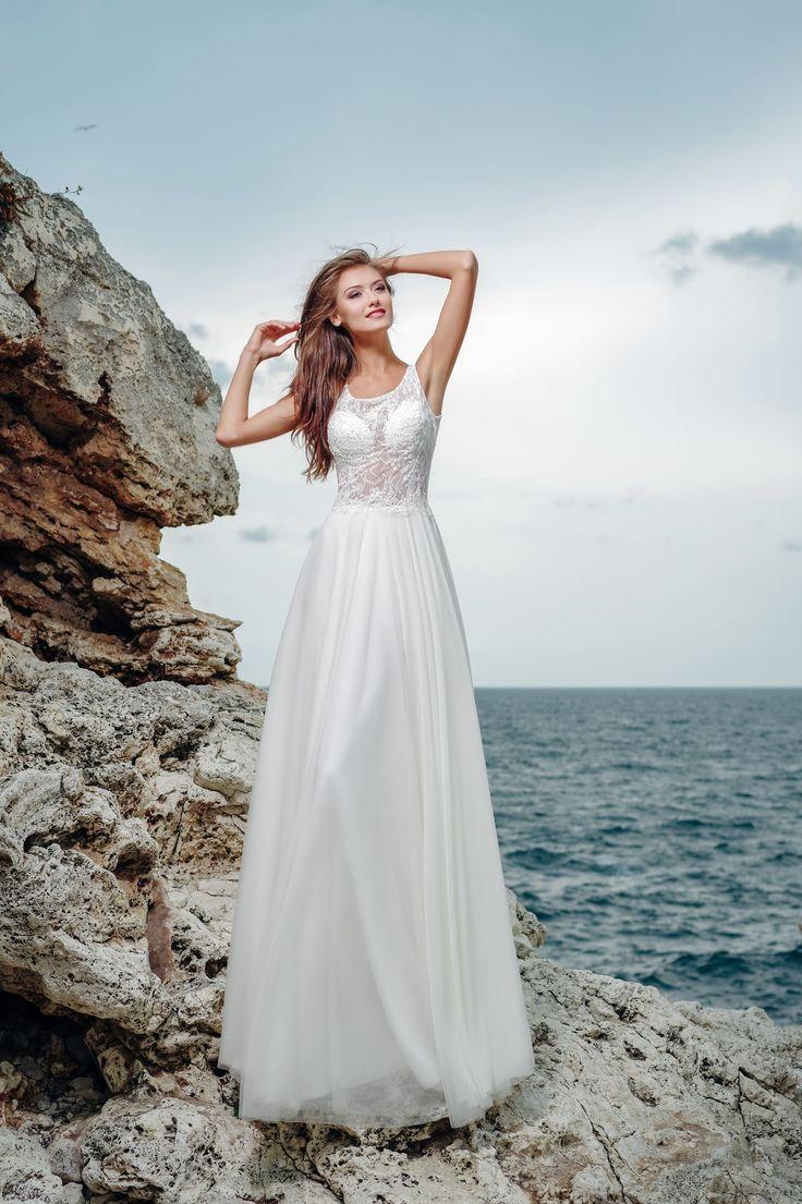 Krásne svadobné šaty s čipkovaným vrškom a jemnou sukňou