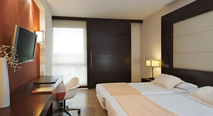 Eurostars i-hotel Madrid Pozuelo de Alarcón i-hotel Madrid is set in Ciudad de la Imagen, 10 minutes' drive from Madrid city centre. It offers free Wi-Fi and parking and 4 floodlit paddle tennis courts.  The hotel uses solar panels to provide energy. It has a restaurant and a coffee bar.