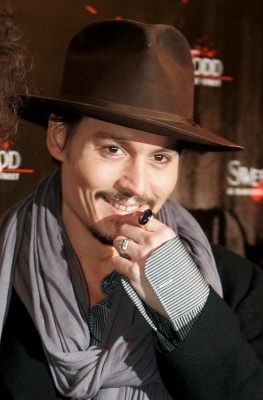 this is a rare photo....because if you have not noticed Johnny doesn't show his teeth when He smile most of the time.