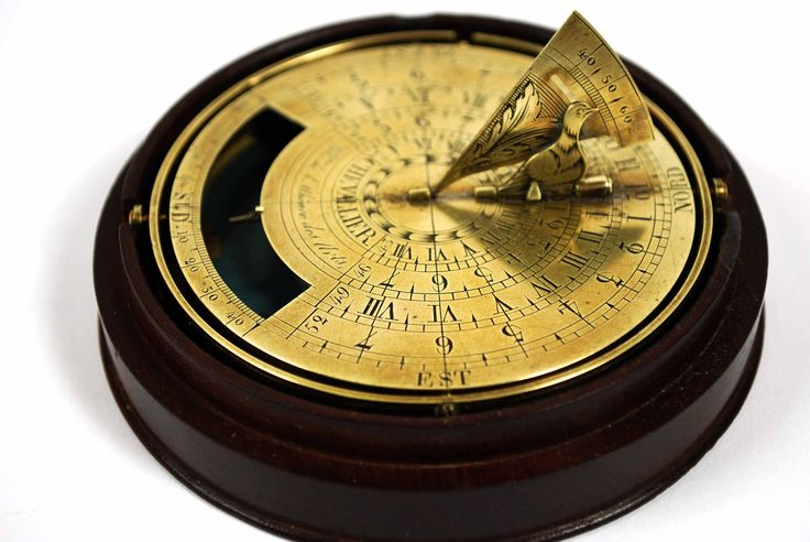 Very rare tilting sundial, brass engraved, signed Chevallier M.bre de l'Athénée des Arts (1802-1833), in its original turned mahogany box. Sundial has in the base a compass from 0° to 40° for orientate it. Gnomon is represented by a little bird, engraved brass, that project his shade on a dial with scales indicating hours in Roman and Arab numbers. For a correct reading of time sundial must to be oriented to the North, using compass. Diameter cm 9 - inches 3.54.
