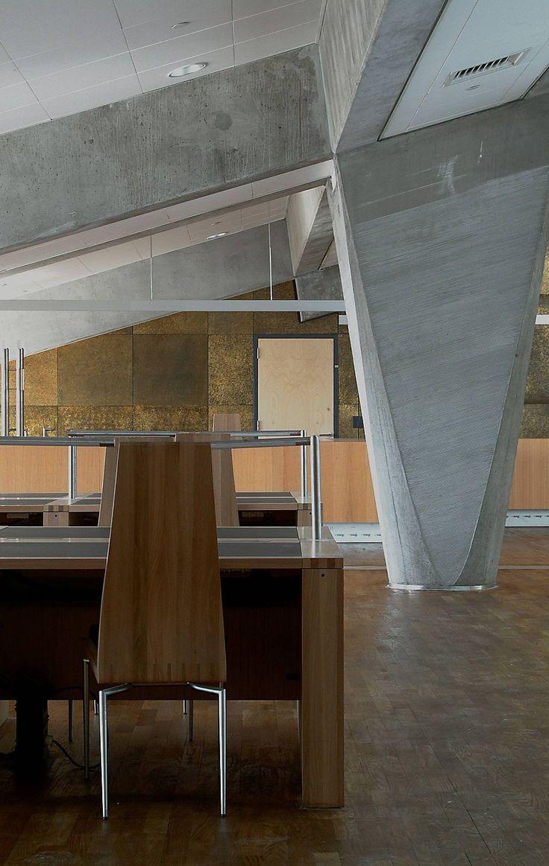 Nel 2001 inaugura la Bibliotheca Alexandrina ad Alessandria, Egitto
