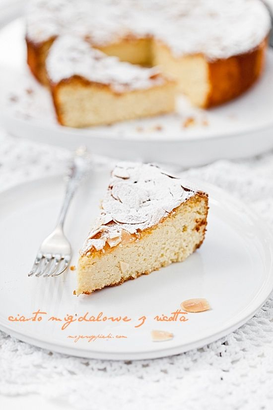 Almond cake with ricotta
