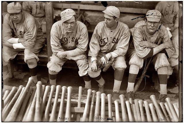 Babe Ruth (1895-1948), Bill Carrigan (1883-1969), Jack Barry (1887-1961) e Vean Gregg (1885-1964) dei Boston Red Sox nel 1916 (www.cracktwo.com)