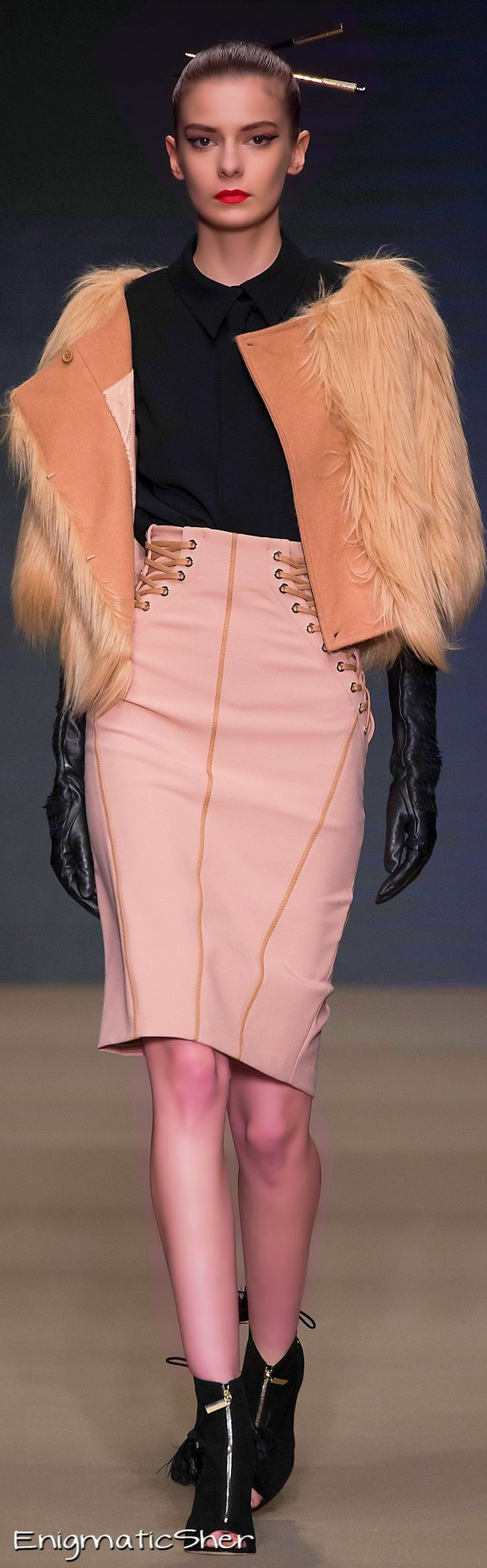 Elisabetta Franchi Fall-Winter 2015-16 - to see full image click on the picture