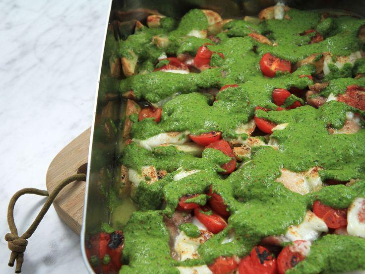 Ugnsgratinerad kyckling med chimichurri och mozzarella | Recept från Köket.se