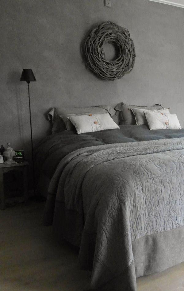 Grijze landelijke slaapkamer