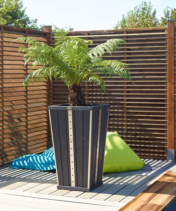 terrasse bois jardiniere diverses id es de conception de patio en bois pour votre. Black Bedroom Furniture Sets. Home Design Ideas