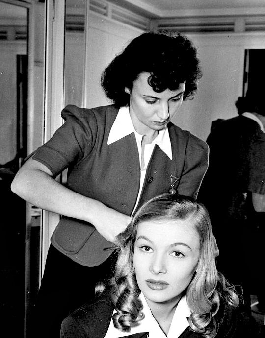 """missveronicalakes: """" """"Veronica Lake has her hair done in the 1940s. """" """""""