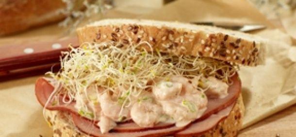Sandwich gourmet au jambon Forêt Noire et aux crevettes