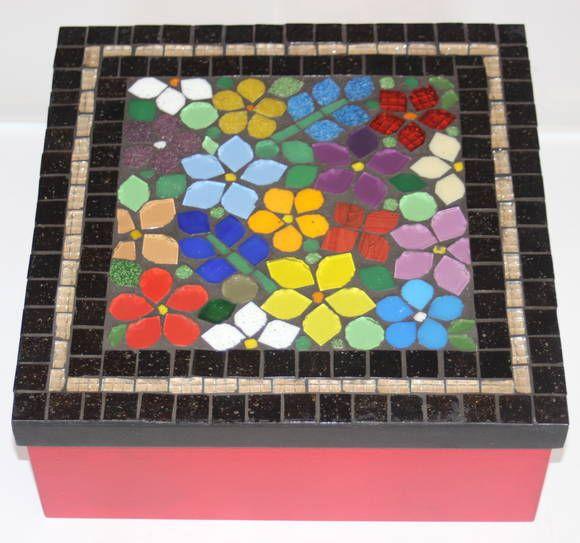 Caixa em MDF revestido com Mosaico de flores material usado  pastilha de vidro.. R$ 60,00