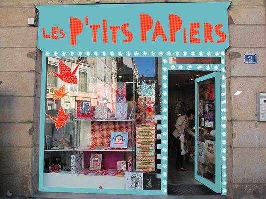 Les p'tits papiers, 2 Place Felix Fournier à Nantes (choix varié de cartes, agendas, carnets en tout genre, crayons mais on trouve aussi des papiers à origami ! C'est l'endroit idéal pour acheter un cadeau à qui aime écrire !)