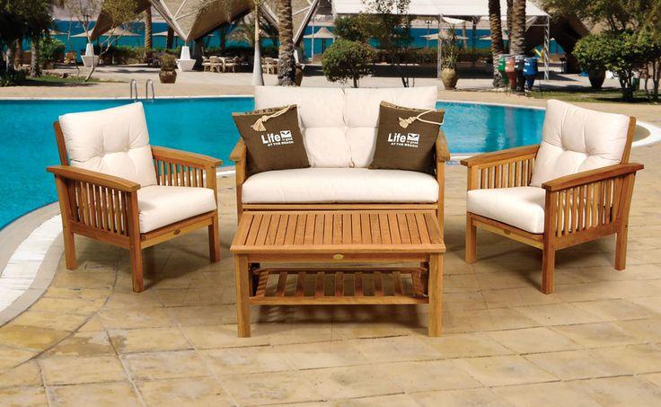 Ξύλινο σαλόνι τεσσάρων τεμαχίων  , πολύ άνετο , με παχιά αφράτα μαξιλάρια & δυνατότητα ανάκλησης τη πλάτης του καναπέ και πολυθρόνων σε τρεις διαφορετικές θέσεις. Το ξύλινο τραπεζάκι είναι δύο επιπέδων.