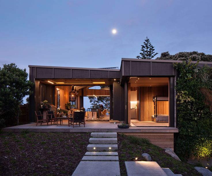 This new-build in Mount Maunganui honours the 1940s cottage it replaced