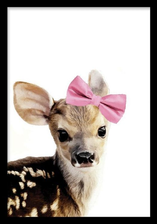 Gullig barntavla med Bambi. Poster med rådjur till barnrum. Affisch med rådjur och rosa rosett. Tavlor, barntavlor och planscher med djur till barnrummet.