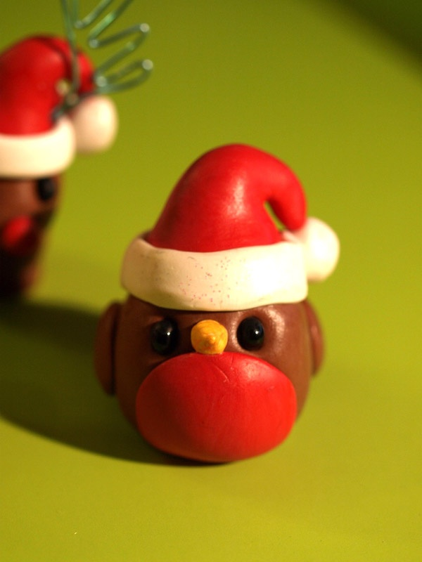 Christmas robin fimo  Use as inspiration for xmas cake but to make with icing NOT with this thing