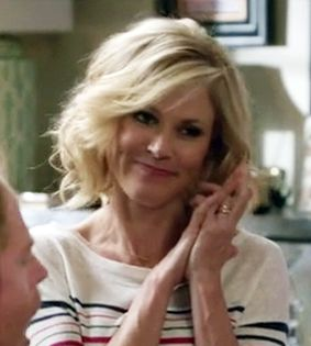 I love Claire Dunphy's hair on Modern Family S6 E1