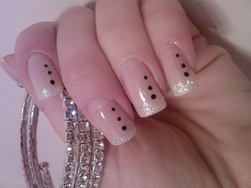 Anyone can try this simple yet beautiful nail art