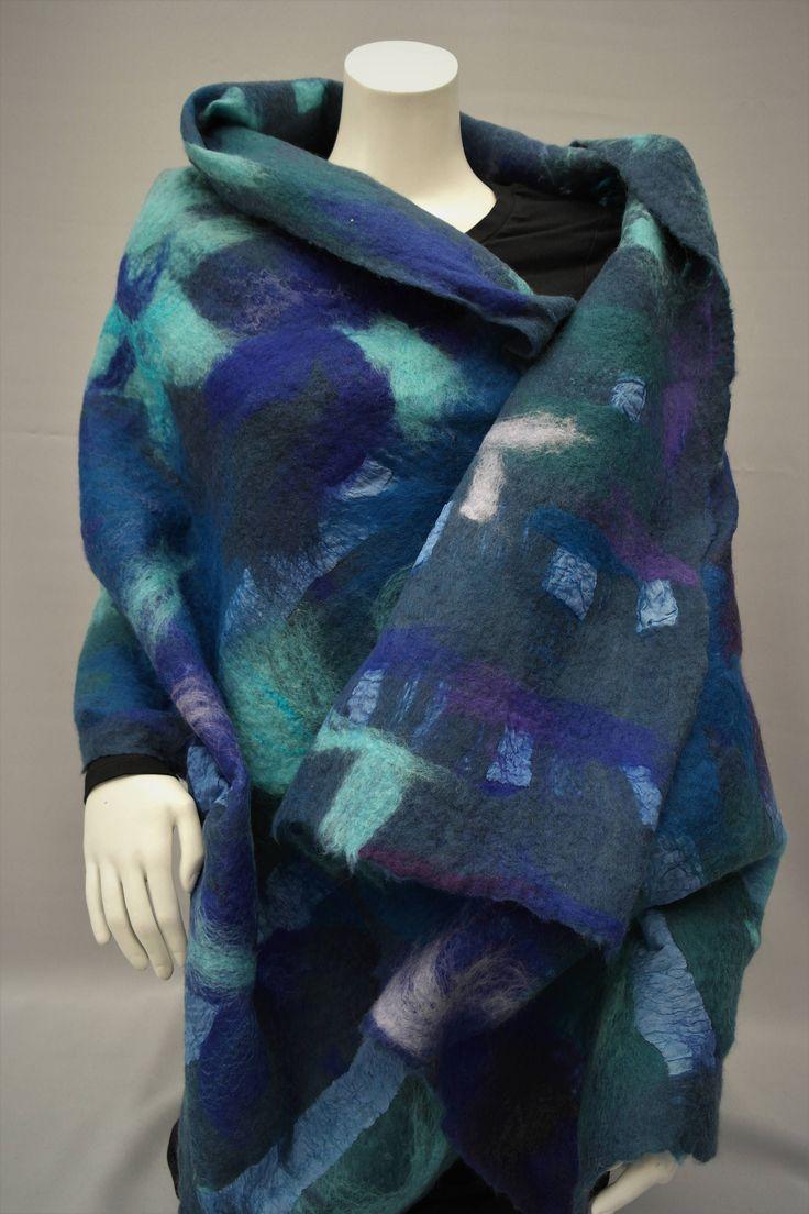 Vilten sjaal. Blauwe shawl, omslagdoek van wol en zijde door KalishoekScarves op Etsy