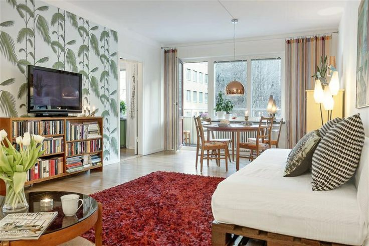 Livingroom at Norra Gubberogatan. Wallpaper from Cole and son.