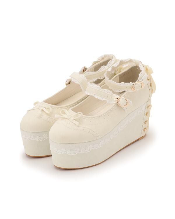 Liz Lisa. (1/3) why are these so cute and why do japanese people have tiny feet.