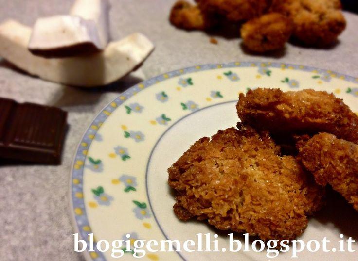 Biscotti al cocco con cioccolato fondente http://blogigemelli.blogspot.it/2014/10/biscotti-al-cocco-e-cioccolato-fondente.html