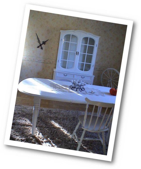 Bloggis | Måla möbler i vitt ! Renovera hemma ! Fondvägg med Tapeter från ECO