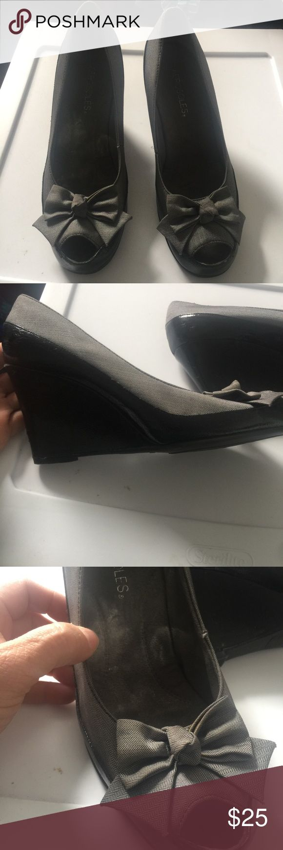 Aerosols black & grayish silver metallic wedge Black with silver grey metric fabric detail very comfortable and elegant.wedge open toe shoes. Size 8.5.                              #2S AEROSOLES Shoes Wedges