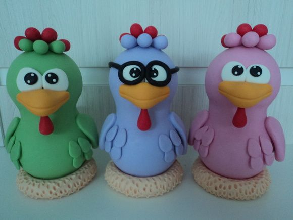 Trio galinhas cantoras em biscuit, medindo 20cm de altura. Faço os outros personagens tbém. Sendo que cada personagem sai 40,00. Envio p/ todo pais via SEDEX ou PAC. R$ 120,00